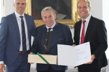 Würde eines Ehrensenators an Hans Spatzenegger verliehen