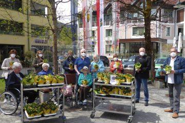 Die Dachstein-Löwen bringen Freude ins Alten- und Pflegeheim